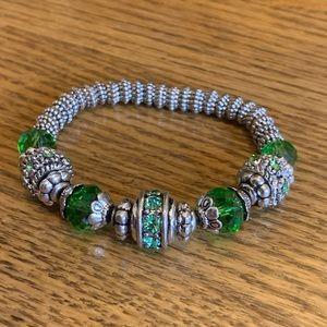 💥4/$10💥 Green & Silver Stretch Beaded Bracelet